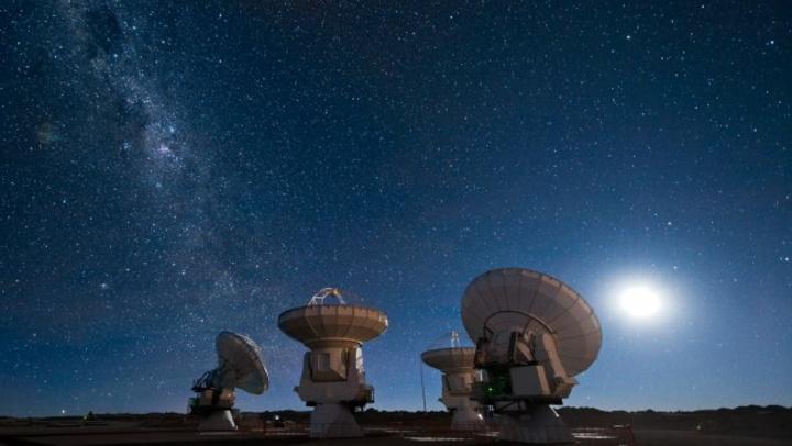 Η εκκίνηση του προγράμματος έγινε τη Δευτέρα στη Βασιλική Εταιρεία του Λονδίνου με κεντρικό ομιλητή τον διάσημο αστροφυσικό Στίβεν Χόκινγκ.