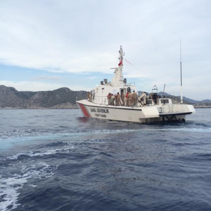 Το τουρκικό σκάφος απομακρύνεται μετά τον έλεγχο.