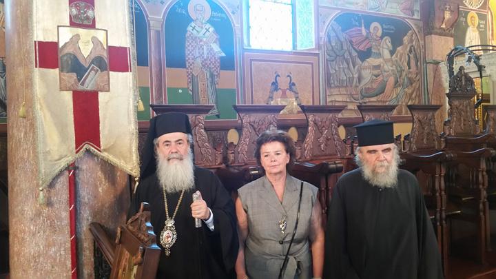 Η Τώνια Μοροπούλου με τον πατριάρχη Ιεροσολύμων κ. Θεόφιλο Γ'
