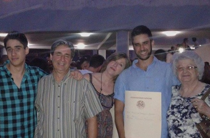 O Κυριάκος Γραμματικός με την οικογένειά του, πλέει σε πελάγη ευτυχίας
