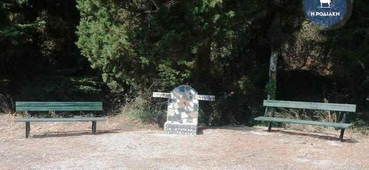 Ο χώρος στη Ροτόντα που διαμορφώθηκε για να ξεκουράζονται οι περαστικοί