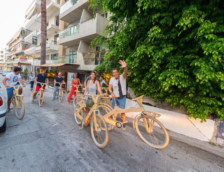 Βόλτα στην πόλη της Ρόδου με τα ξύλινα ποδήλατα