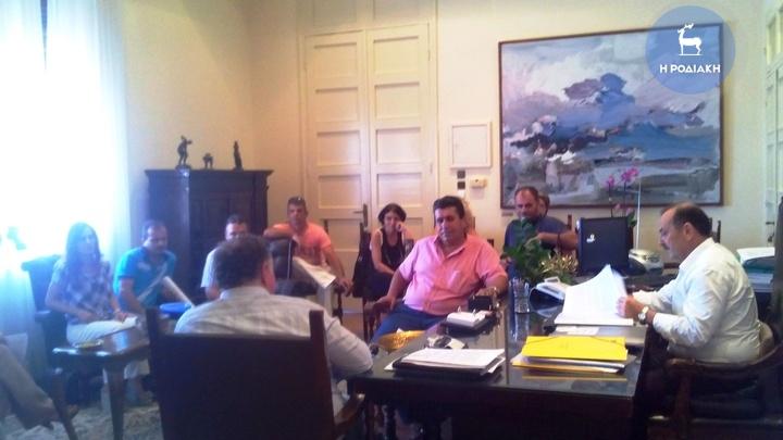 ΦΩΤΟ Αρχείου από παλαιότερη συνάντηση του Δημάρχου με το Δ.Σ.  του Συλλόγου των υπαλλήλων του Δήμου...