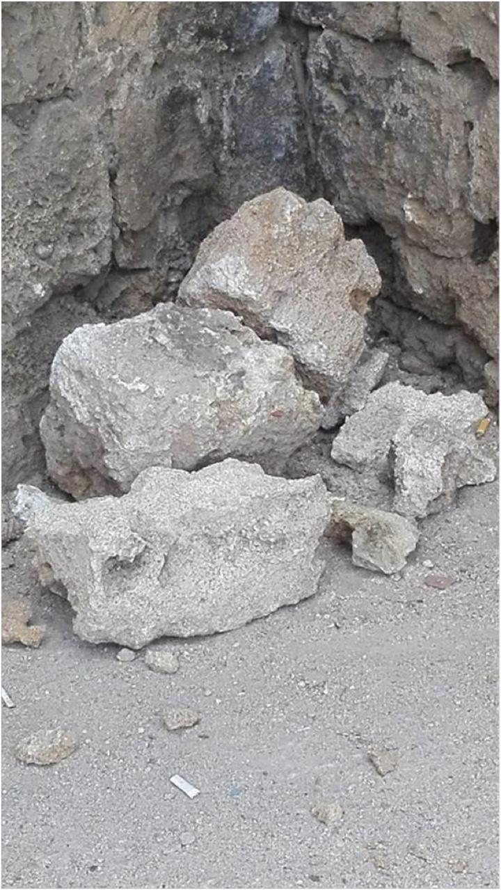 Φώτο Μ. Κασιώτης. Θα μπορούσαμε να έχουμε θρηνήσει και θύματα από τη χθεσινή κατάρρευση των ογκόλιθων από τα τείχη της μεσαιωνικής πόλης.