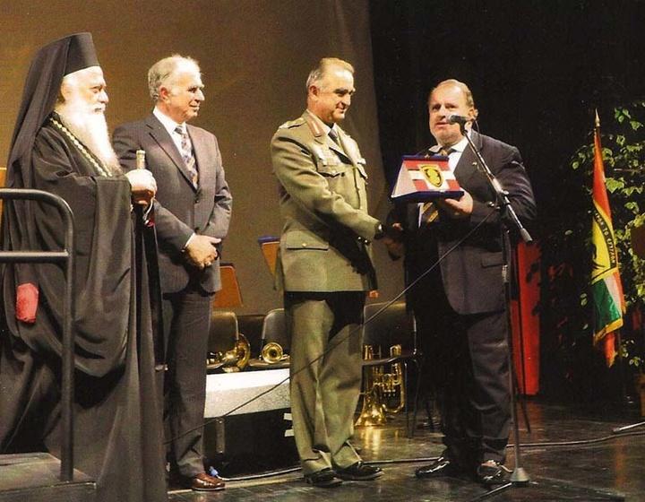 Βράβευση από τον αντιστράτηγο Δ/ντή του Β' ΣΣ Θεόκληρο Ρουσάκη την ημέρα των Ενόπλων Δυνάμεων
