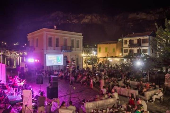 Πλήθη στην τελευταία βραδιά του φεστιβάλ