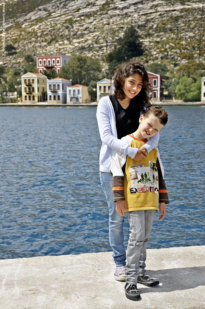 Ο Νικόλας και η Ελένη Καραβέλατζη μαθητές του νησιού