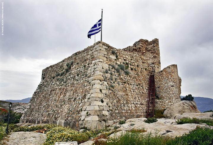 Από το ιπποτικό κάστρο σώζεται ο πύργος και ο προμαχώνας όπου στεγάζεται το ισόγειο του Διαχρονικού Μουσείου