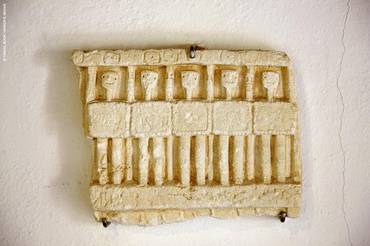 Αναθηματικό ανάγλυφο λυκιακού τύπου ύστερων ρωμαϊκών χρόνων στο Διαχρονικό Μουσείο Μεγίστης