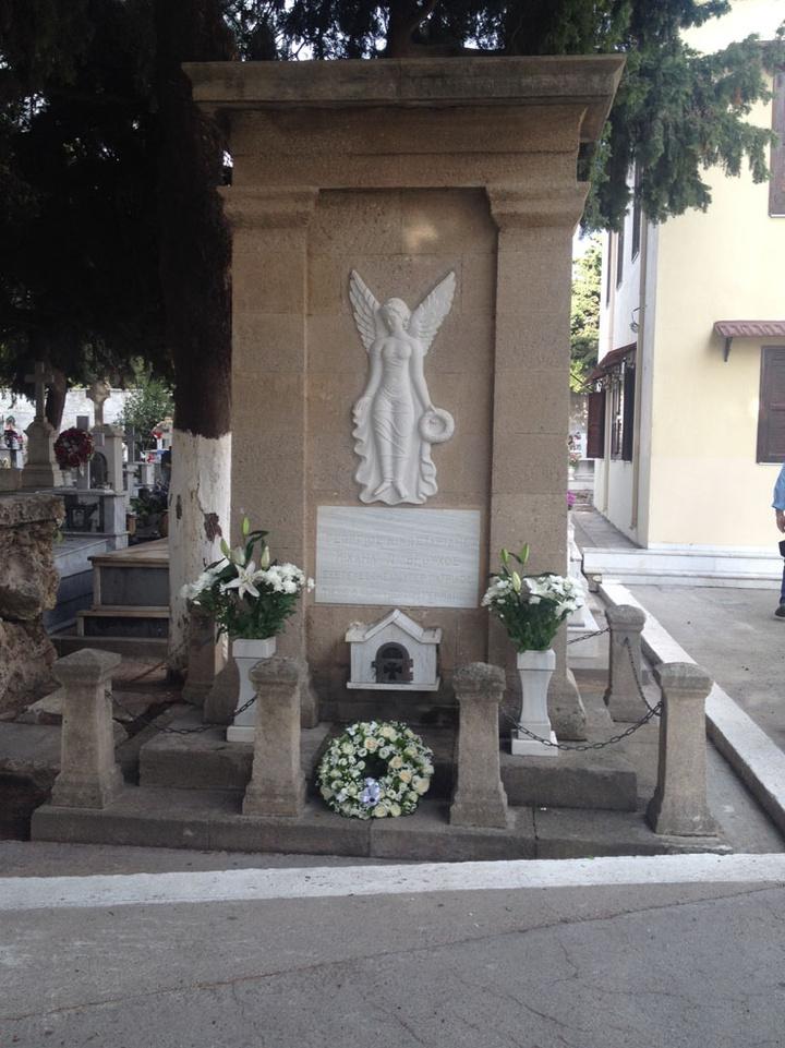 Ο τάφος των δύο ηρώων Μιχάλη  Βρούχου και Γιώργου Κωσταρίδη