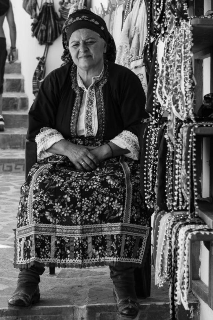 Ολυμπίτισα με παραδοσιακή φορεσιά. Φωτογραφία: Νάσος Ευσταθιάδης