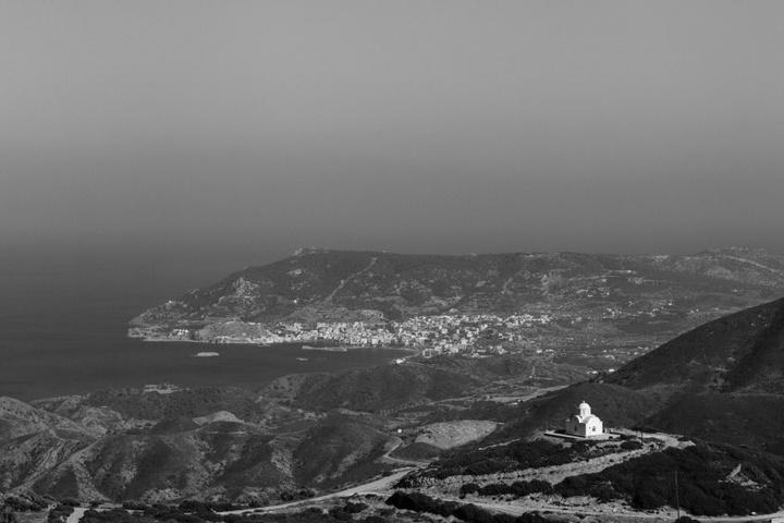 Από τη Βωλάδα προς το Απέρι με θέα τα Πηγάδια. Φωτογραφία: Νάσος Ευσταθιάδης