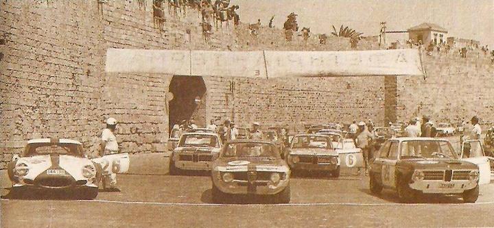 1968. ΘΕΣΗ ΚΟΛΩΝΑ.  Γύρος των τειχών. Εκκίνηση και τερματισμός