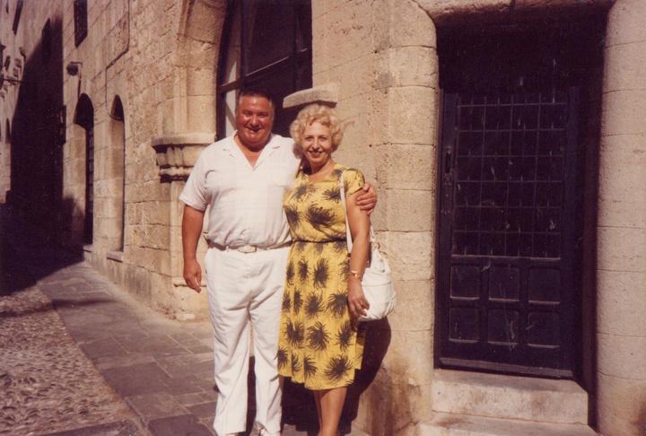 Ο Βουλευτής Geoffrey Dickens (Βουλευτής και στενός συνεργάτης της Θάτσερ) κι εγώ (πριν 30 χρόνια), στην οδό Ιπποτών