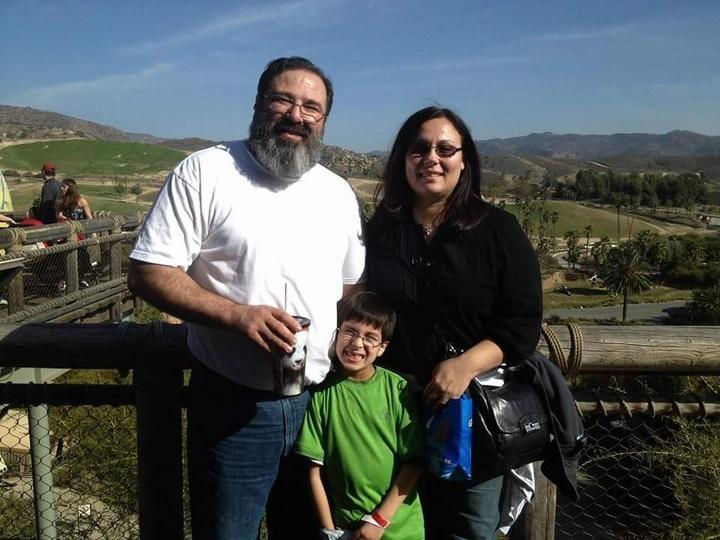 Ο π. Παντελεήμων Ηλία Μαϊλλης, η πρεσβυτέρα Νίκη (Νάνσυ) και ο γιός τους Ουίλιαμ.
