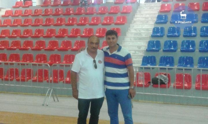 Ο Πρόεδρος της Καλλιθέας, Θανάσης Σταμούλης, με το Δήμαρχο Σύμης, Ελευθέριο Παπακαλοδούκα.