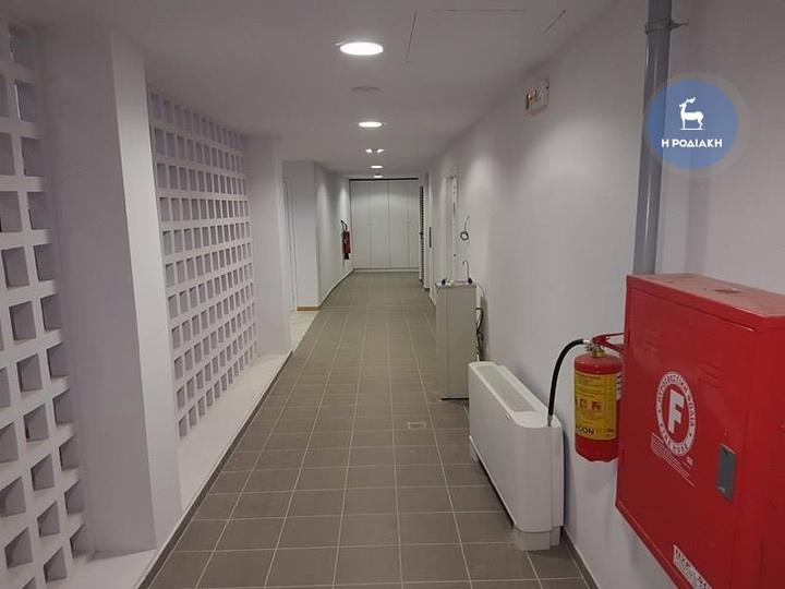 Ο διάδρομος που οδηγεί στους χώρους των αποδυτηρίων.