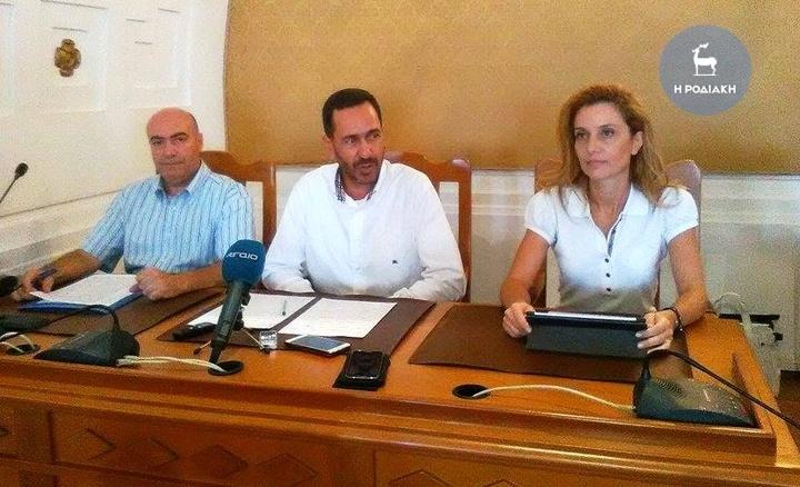Οι κ.κ. Σκουμιός, Ανανίας και η κ. Σκουμπουρδή στη χθεσινή συνέντευξη