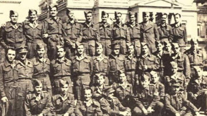 Λίγες μέρες μετά την κήρυξη του πολέμου συγκροτήθηκε  το Σύνταγμα Δωδεκανησίων Εθελοντών