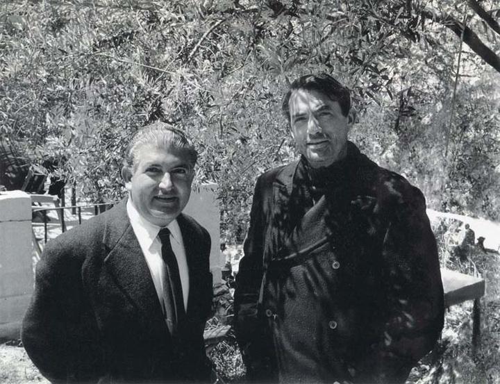 Με τον Γκρέκορι Πεκ εκ των πρωταγωνιστών της ταινίας που γυρίστηκε στη Ρόδο το 1960