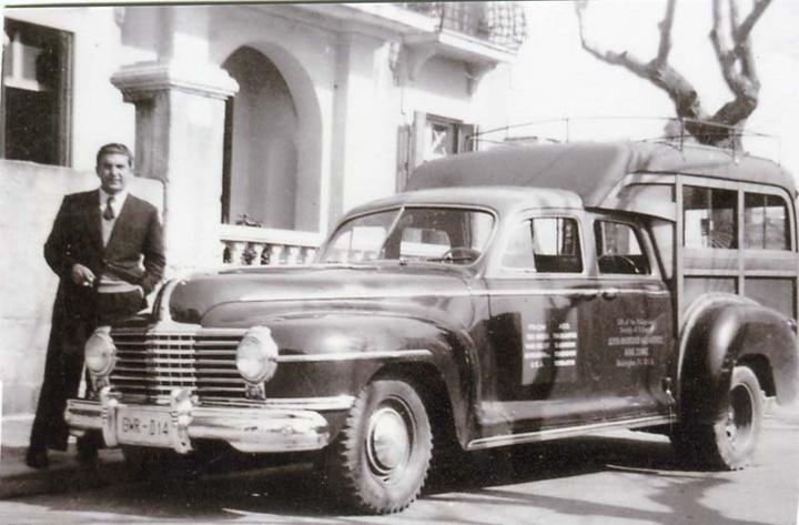 Με την κινητή νοσοκομειακή μονάδα με την οποία επισκεπτόταν  τα χωριά της Ρόδου τη δεκαετία του ΄50