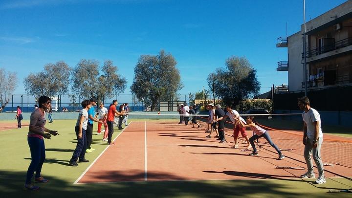 Οι καθηγητές φυσικής αγωγής στα γήπεδα τένις στο «Έλλη»
