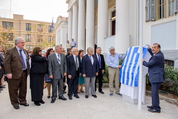 Ο Δήμαρχος Ρόδου κ. Φώτης Χατζηδιάκος αποκαλύπτει  το μνημείο των τριών μαθητών του Βενετοκλείου