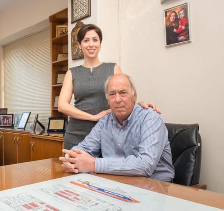 Η Ε. Σπανού με  τον πατέρα της,  Γ. Σπανό