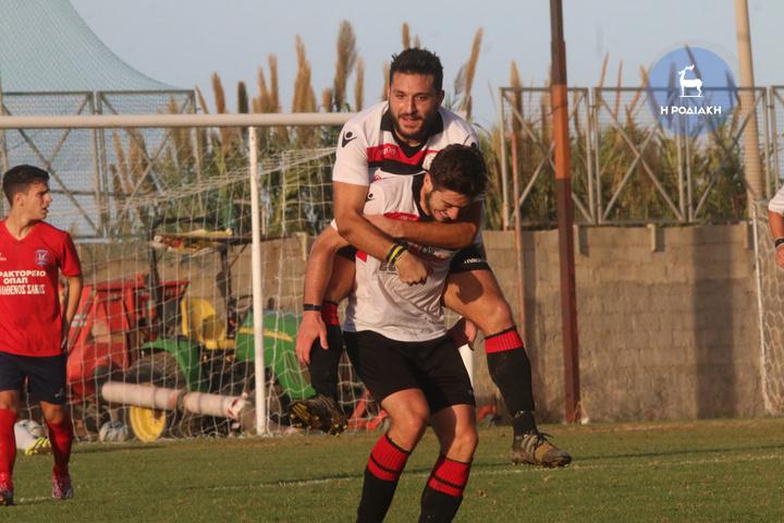 Ο Ποζατζίδης έκανε το 3-0 και ο Αλεξανδρίδης δεν κρύβει τη χαρά του (ΦΩΤΟ ΒΙΚΤΩΡ)