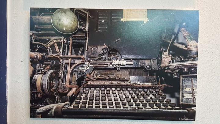 Μία από τις λινοτυπικές μηχανές μας που φυλάσσεται στο υπόγειο.  Με αυτήν γράφτηκε   η ΡΟΔΙΑΚΗ μας, από την δεκαετία του  '50 έως και το 1993 όπου αντικαταστάθηκαν   από τα σύγχρονα Macintosh