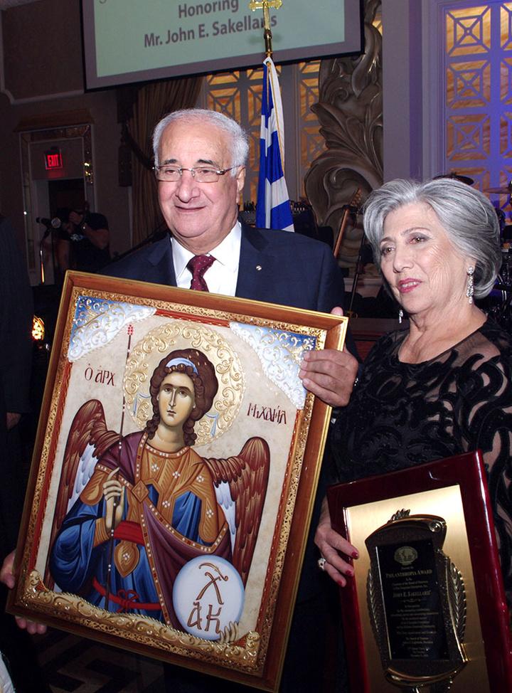 Ο τιμώμενος Γιάννης Σακελλάρης με την σύζυγο του Ζωή