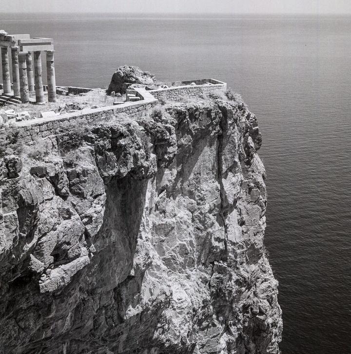 Λίνδος, Ρόδος. 1954. Ερείπια της ελληνικής στοάς στην Ακρόπολη