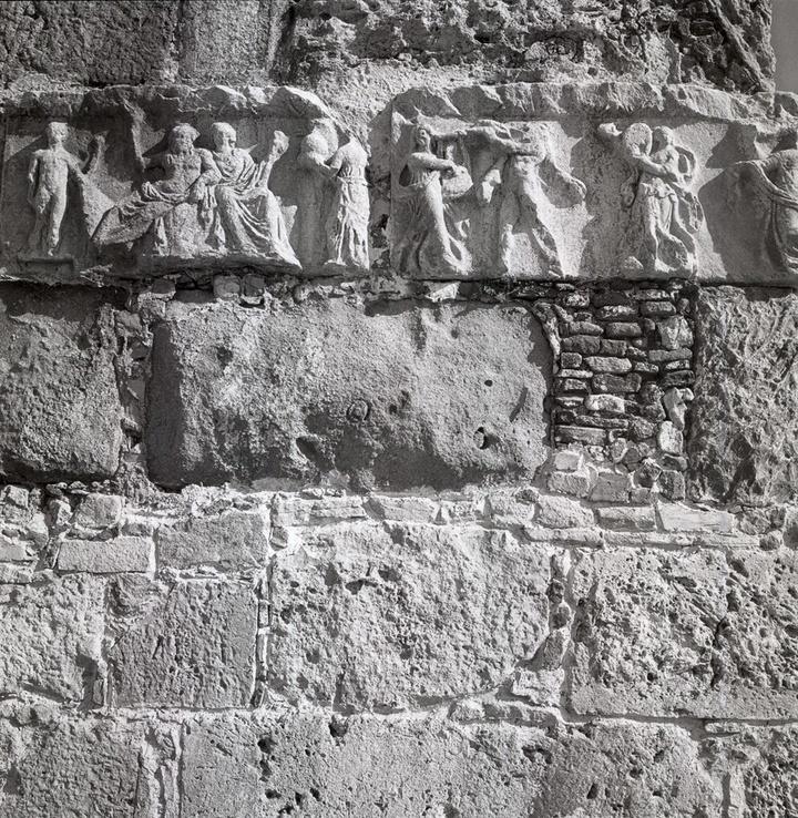 Κως 1954. Θραύσμα από αρχαίο γλυπτό ενταγμένο στην τοιχοποιία  του Κάστρου  των Ιωαννιτών Ιπποτών