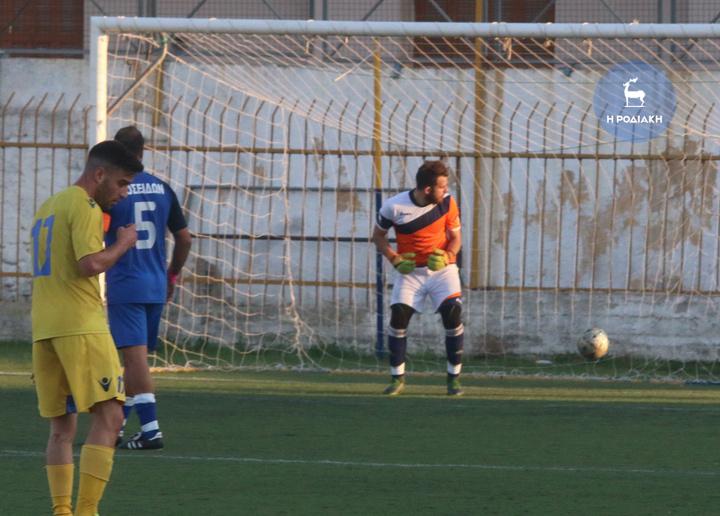 Η μπάλα κατέληξε στα δίχτυα για το 3-0, έπειτα από σουτ του Νίκου Ορφανίδη, με τη μπάλα να περνάει κάτω από τα πόδια του Γαλάνη