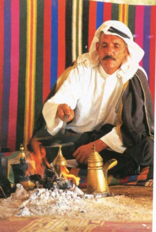 Ο Βεδουίνος πίνοντας το τσάι του