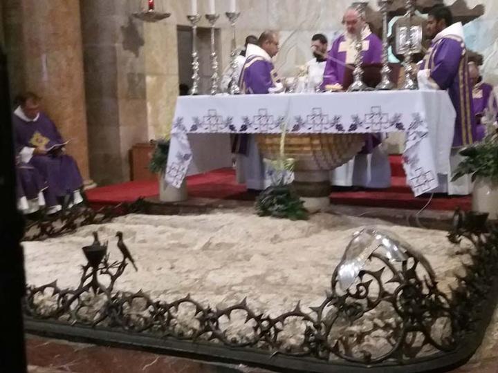 Ο Βράχος της Αγωνίας εντός της Καθολικής εκκλησίας