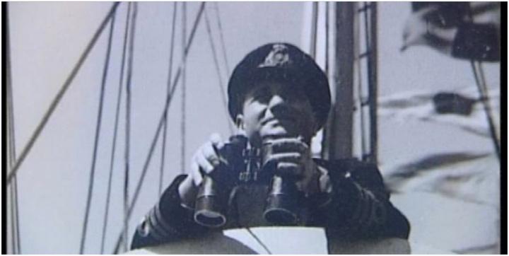 Ο Πάτμιος ναύαρχος Γρηγόρης Παυλάκης, ήρωας του Β' Παγκοσμίου Πολέμου, ύπαρχος τότε της ελληνικής κορβέτας «Κριεζής» κατά την απόβαση στη Νορμανδία