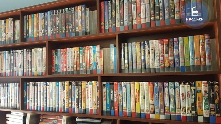 Σε πάνω από 3.000 υπολογίζονται οι βιντεοταινίες του Μάριου. Τακτοποιημένες και αριθμημένες. Μία προς μία.