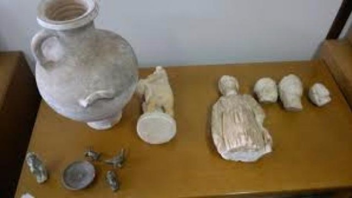 Σεφ από τη Ρόδο κατηγορείται για υπόθεση αρχαιοκαπηλίας