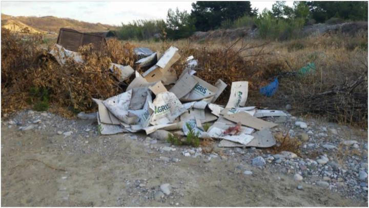 Εικόνα 5  Σκουπίδια σε ποτάμι