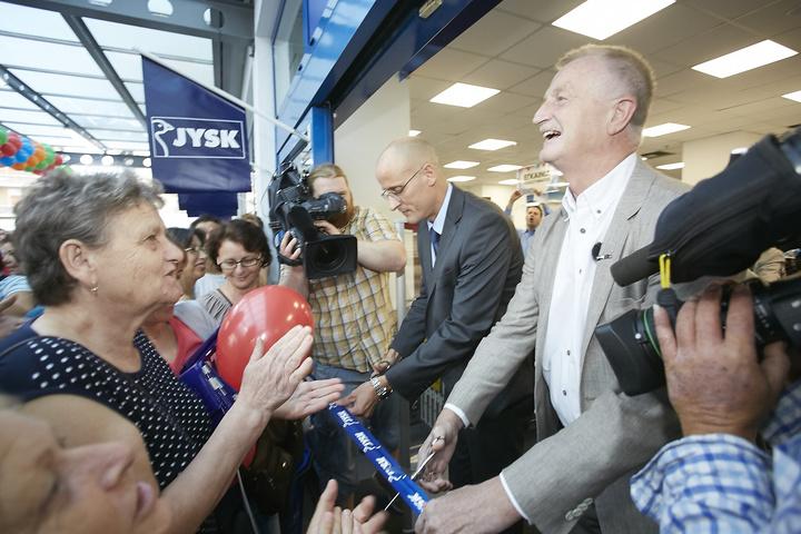 Ο LarsLarsen και ο Δανός Πρέσβης εγκαινιάζουν το 1Ο κατάστημα JYSK στην Ελλάδα, στην Αθήνα (ΣΕΠ 2015)