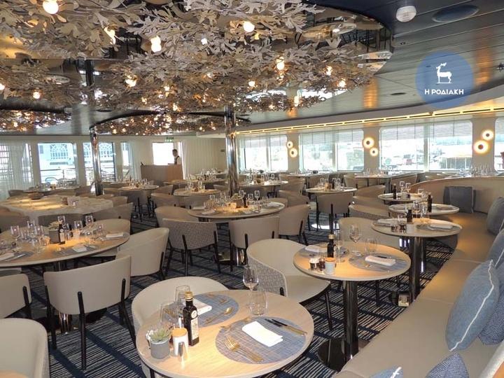 Το κεντρικό εστιατόριο  του κρουαζιερόπλοιου