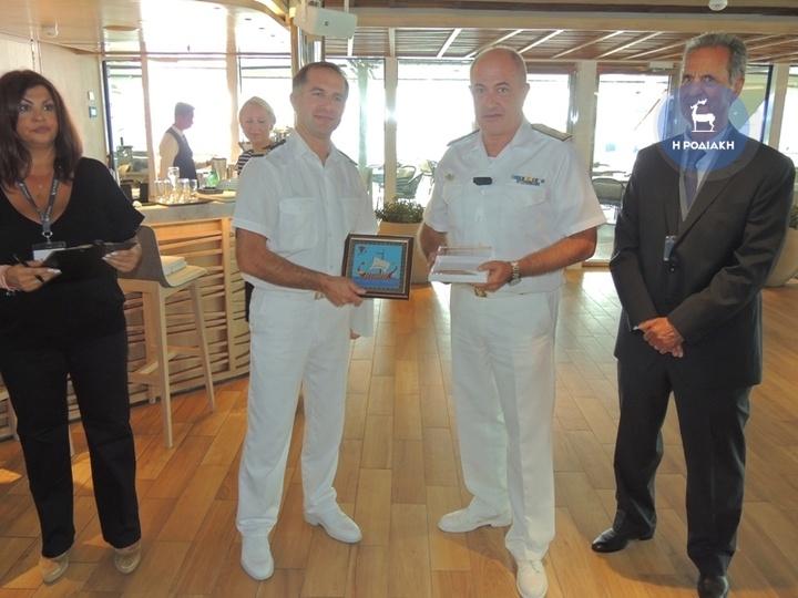 Με τον διοικητή της 8ης Περιφερειακής Διοίκηση Λ.Σ., αντιπλοίαρχο Ιωάννη Αργυράκη