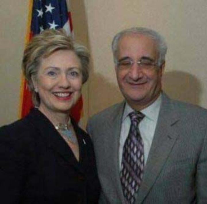 Ο Γιάννης Σακελλάρης με την Hillary Clinton, υποψήφια του Δημοκρατικού κόμματος για πρόεδρος της Αμερικής.