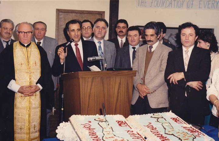 Ο Γιάννης Σακελλάρης, πρόεδρος της Καρπαθιακής Ομοσπονδίας, εύχεται Καλή Χρονιά στην γιορτή της Βασιλόπιτας.