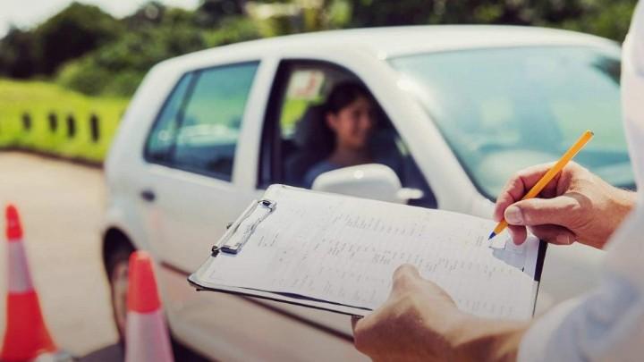 Σταμάτησαν και πάλι στη Ρόδο οι εξετάσεις των υποψήφιων οδηγών