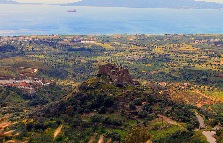 Το κάστρο των Βατίκων όπως φαντάζει από ψηλά (θέση παρά το χωριό Φαρακλό)