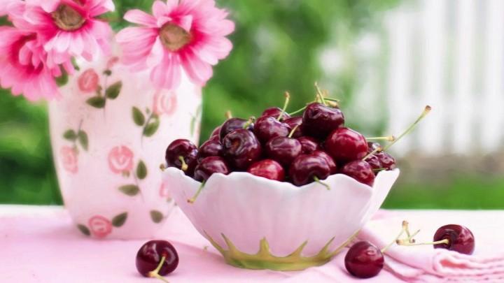 Οκτώ καλοκαιρινές τροφές  που ωφελούν τον γυναικείο οργανισμό