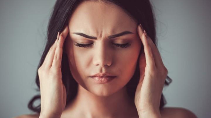 Ξυπνάτε με πονοκέφαλο; Δείτε πού οφείλεται