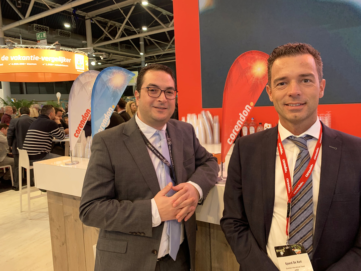 O κ. Sjoerd de Kort, γενικός διευθυντής προϊόντος της Corendon με τον κ. Ανδρέα Χριστοφή, διευθυντή συμβολαίων της εταιρείας Top Eurotravel Net